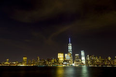 Ορίζοντας πόλεων της Νέας Υόρκης που αντιμετωπίζεται από το Νιου Τζέρσεϋ στοκ εικόνα