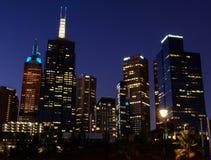 ορίζοντας πόλεων τη νύχτα στοκ φωτογραφίες