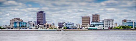 Ορίζοντας πόλεων του Μπάτον Ρουζ Λουιζιάνα και περιβάλλουσες απόψεις στοκ εικόνα