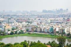 Ορίζοντας πόλεων του Ho Chi Minh στα ξημερώματα ομιχλώδη, Βιετνάμ Στοκ φωτογραφία με δικαίωμα ελεύθερης χρήσης