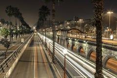Ορίζοντας της Βαρκελώνης, Ισπανία τη νύχτα Στοκ εικόνα με δικαίωμα ελεύθερης χρήσης