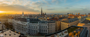 Ορίζοντας της Βιέννης στο ηλιοβασίλεμα στοκ εικόνες
