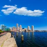 Ορίζοντας της Βοστώνης από το φως του ήλιου Μασαχουσέτη αποβαθρών ανεμιστήρων Στοκ Εικόνες