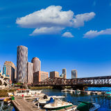 Ορίζοντας της Βοστώνης από το φως του ήλιου Μασαχουσέτη αποβαθρών ανεμιστήρων Στοκ Εικόνα