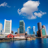 Ορίζοντας της Βοστώνης από το φως του ήλιου Μασαχουσέτη αποβαθρών ανεμιστήρων Στοκ εικόνες με δικαίωμα ελεύθερης χρήσης