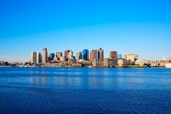 Ορίζοντας της Βοστώνης Μασαχουσέτη από την αποβάθρα ανεμιστήρων Στοκ Φωτογραφίες