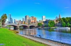 Ορίζοντας της Μελβούρνης και ποταμός Yarra το καλοκαίρι στοκ φωτογραφία με δικαίωμα ελεύθερης χρήσης