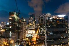 Ορίζοντας της Μπανγκόκ εικονικής παράστασης πόλης τη νύχτα, Ταϊλάνδη Η Μπανγκόκ είναι μητρόπολη και η συμπάθεια των τουριστών ζει στοκ φωτογραφίες με δικαίωμα ελεύθερης χρήσης