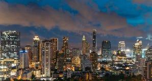 Ορίζοντας της Μπανγκόκ εικονικής παράστασης πόλης τη νύχτα, Ταϊλάνδη Η Μπανγκόκ είναι μητρόπολη και συμπάθεια των τουριστών στοκ εικόνες