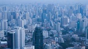 Ορίζοντας της Μπανγκόκ το βράδυ στοκ εικόνες