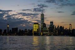 Ορίζοντας της Νέας Υόρκης στη Dawn Στοκ Εικόνες
