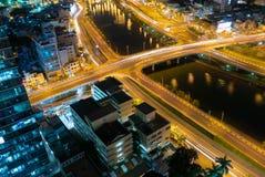 Ορίζοντας της πόλης του Ho Chi Minh τή νύχτα με τα ίχνη των φω'των, Viet Στοκ εικόνες με δικαίωμα ελεύθερης χρήσης