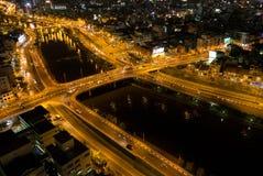 Ορίζοντας της πόλης του Ho Chi Minh τή νύχτα με τα ίχνη των φω'των, Viet Στοκ εικόνα με δικαίωμα ελεύθερης χρήσης