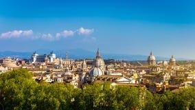 Ορίζοντας της Ρώμης, Ιταλία Πανοραμική άποψη της αρχιτεκτονικής της Ρώμης και Στοκ Εικόνες