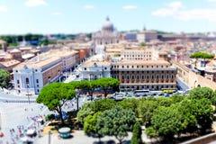 Ορίζοντας της Ρώμης με τον καθεδρικό ναό Βατικάνου και του ST Peter ` s από το Castel Sant ` Angelo, Ρώμη, Ιταλία στοκ εικόνα