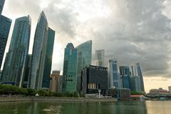 Ορίζοντας της Σιγκαπούρης από τον κόλπο μαρινών Στοκ Εικόνες