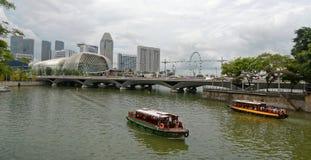 Ορίζοντας της Σιγκαπούρης από τον περίπατο κληρονομιάς Fullerton Στοκ φωτογραφία με δικαίωμα ελεύθερης χρήσης