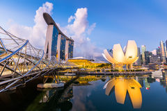 Ορίζοντας της Σιγκαπούρης και άποψη του κόλπου μαρινών στο σούρουπο Στοκ εικόνες με δικαίωμα ελεύθερης χρήσης