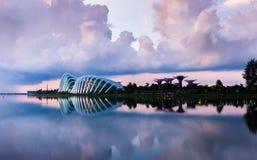 Ορίζοντας της Σιγκαπούρης και άποψη του κόλπου μαρινών στο σούρουπο Στοκ Εικόνες