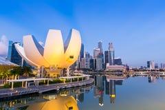 Ορίζοντας της Σιγκαπούρης και άποψη του κόλπου μαρινών στο σούρουπο Στοκ φωτογραφίες με δικαίωμα ελεύθερης χρήσης