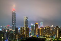 Ορίζοντας της Ταϊπέι τη νύχτα Ταϊβάν, η Δημοκρατία της Κίνας στοκ φωτογραφία με δικαίωμα ελεύθερης χρήσης