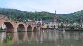 Ορίζοντας της Χαϋδελβέργης που απεικονίζει στο νερό, Γερμανία απόθεμα βίντεο