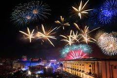 Ορίζοντας του Βουκουρεστι'ου με τα πυροτεχνήματα, εναέρια άποψη Στοκ Φωτογραφίες