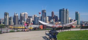 Ορίζοντας του Κάλγκαρι με το Scotiabank Saddledome στοκ φωτογραφία με δικαίωμα ελεύθερης χρήσης