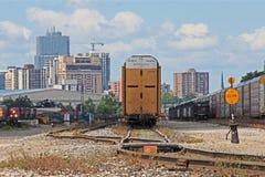 Ορίζοντας του Λονδίνου, Οντάριο με τα φορτηγά τρένα στοκ εικόνες