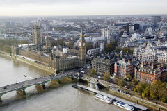 Ορίζοντας του Λονδίνου που βλέπει από το μάτι του Λονδίνου Στοκ φωτογραφία με δικαίωμα ελεύθερης χρήσης