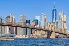 Ορίζοντας του Λόουερ Μανχάταν από Dumbo, NYC, ΗΠΑ Στοκ Φωτογραφία