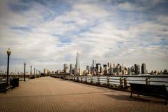 Ορίζοντας του Μανχάταν από την πόλη του Νιου Τζέρσεϋ, ΗΠΑ στοκ εικόνα με δικαίωμα ελεύθερης χρήσης