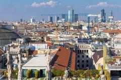 Ορίζοντας του Μιλάνου με τους αστικούς ουρανοξύστες, Ιταλία στοκ εικόνα με δικαίωμα ελεύθερης χρήσης
