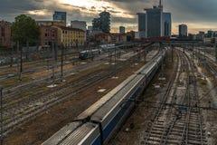 Ορίζοντας του Μιλάνου πέρα από το σταθμό στην ανατολή στοκ εικόνες με δικαίωμα ελεύθερης χρήσης