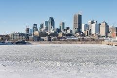 Ορίζοντας του Μόντρεαλ και παγωμένος ποταμός του ST Lawrence Στοκ Εικόνα