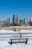 Ορίζοντας του Μόντρεαλ το χειμώνα από το κανάλι Lachine Στοκ εικόνα με δικαίωμα ελεύθερης χρήσης