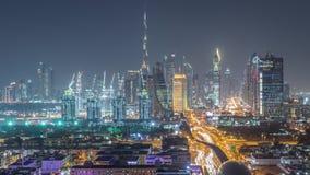 Ορίζοντας του Ντουμπάι με τα όμορφα κεντρικά φω'τα πόλεων και Sheikh τη νύχτα οδικής κυκλοφορίας Zayed timelapse, Ντουμπάι, ενωμέ απόθεμα βίντεο