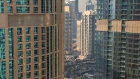 Ορίζοντας του Ντουμπάι με τους ουρανοξύστες timelapse στη μαρίνα του Ντουμπάι άνωθεν φιλμ μικρού μήκους