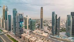 Ορίζοντας του Ντουμπάι timelapse στο ηλιοβασίλεμα με τους όμορφους κεντρικούς ουρανοξύστες πόλεων και Sheikh την οδική κυκλοφορία απόθεμα βίντεο