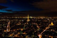 Ορίζοντας του Παρισιού, Γαλλία, πανόραμα τη νύχτα Στοκ Εικόνες