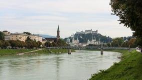 Ορίζοντας του Σάλτζμπουργκ με τον ποταμό Salzach στο έδαφος Salzburger, Αυστρία Στοκ φωτογραφία με δικαίωμα ελεύθερης χρήσης