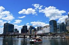 Ορίζοντας του Σίδνεϊ στο λιμάνι αγαπών, Αυστραλία Στοκ Φωτογραφία