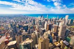 Ορίζοντας του Σικάγου, Ιλλινόις, ΗΠΑ στο σούρουπο στοκ φωτογραφίες
