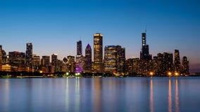 Ορίζοντας του Σικάγου το βράδυ από τη λίμνη Μίτσιγκαν - ΣΙΚΑΓΟ, ΗΠΑ - 12 ΙΟΥΝΊΟΥ 2019 στοκ φωτογραφία με δικαίωμα ελεύθερης χρήσης