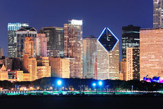 Ορίζοντας του Σικάγου dusk στοκ φωτογραφίες με δικαίωμα ελεύθερης χρήσης