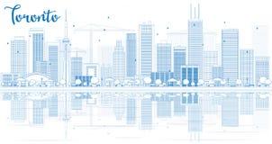 Ορίζοντας του Τορόντου περιλήψεων με τα μπλε κτήρια και τις αντανακλάσεις Στοκ Φωτογραφία