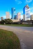 Ορίζοντας του Χιούστον Τέξας με τους σύγχρονους ουρανοξύστες και την άποψη μπλε ουρανού Στοκ Φωτογραφία