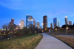 Ορίζοντας του Χιούστον Τέξας με τους σύγχρονους ουρανοξύστες και την άποψη μπλε ουρανού Στοκ εικόνες με δικαίωμα ελεύθερης χρήσης