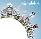 Ορίζοντας του Ahmedabad με τα γκρίζα κτήρια, το διάστημα μπλε ουρανού και αντιγράφων Στοκ φωτογραφία με δικαίωμα ελεύθερης χρήσης