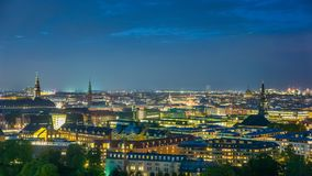 Ορίζοντας των στο κέντρο της πόλης, ατελείωτων φω'των πόλεων της Κοπεγχάγης Στοκ φωτογραφία με δικαίωμα ελεύθερης χρήσης